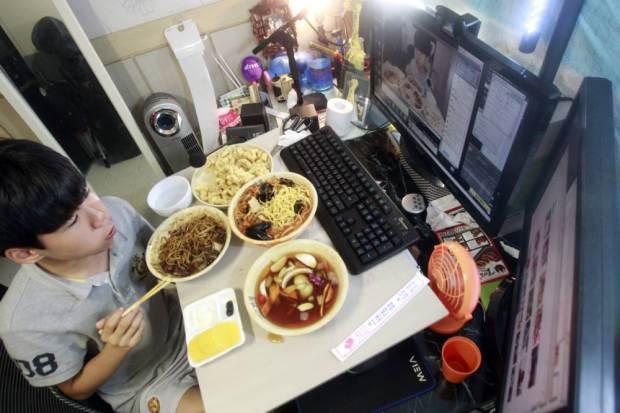 comer frente al PC
